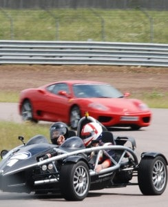 Racing Schools biler på banen