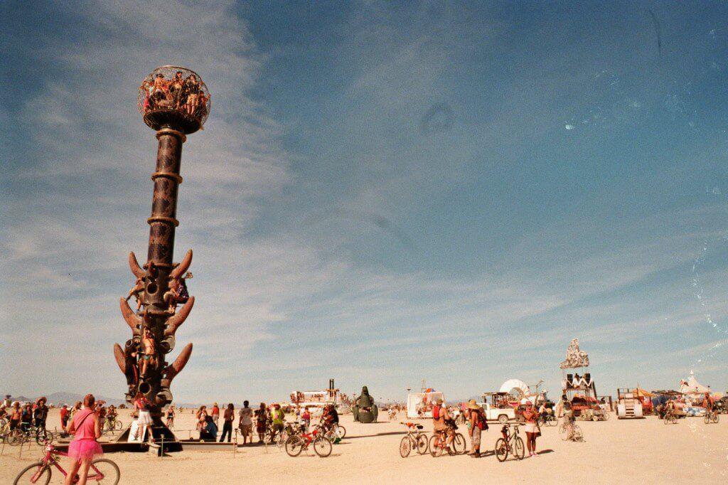 Kunstværk eller udsigtstårn? På Burning Man smelter kunst of funktion nogle gange sammen.